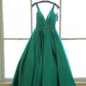 Sherri Hill GORGEOUS Emerald Green Gown